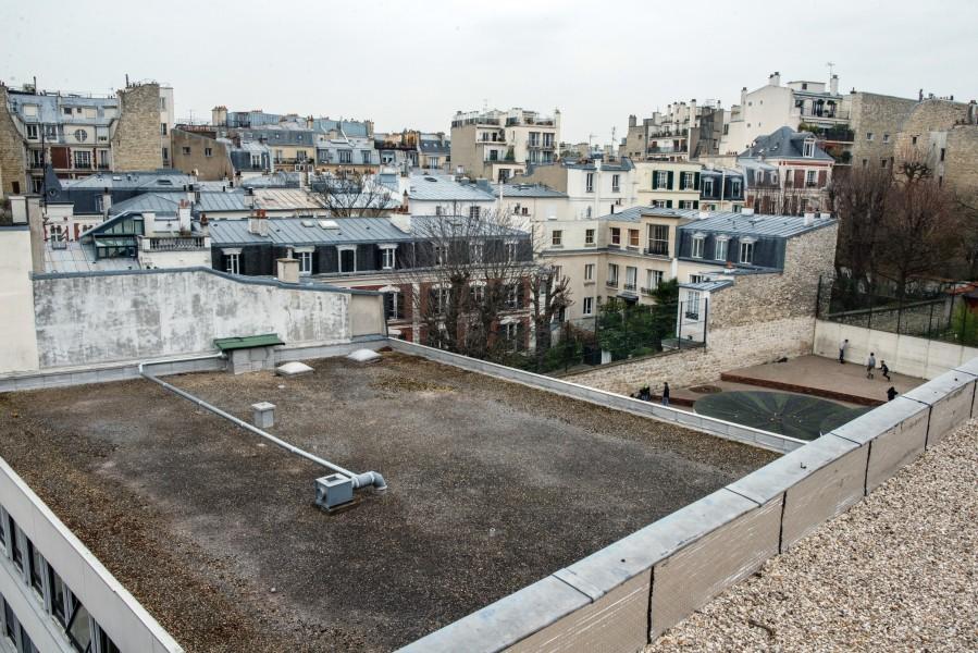 Collège Eugène Delacroix. Détail terrasse A depuis la terrasse B. Source : Mairie de Paris Christophe Noel ©