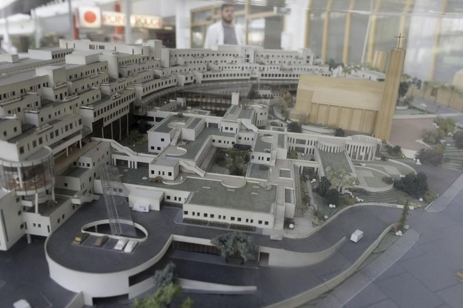 La maquette de l'Hôpital laisse apparaître le potentiel des toits et terrasses... © Jean-Pierre Viguié-Ville de Paris